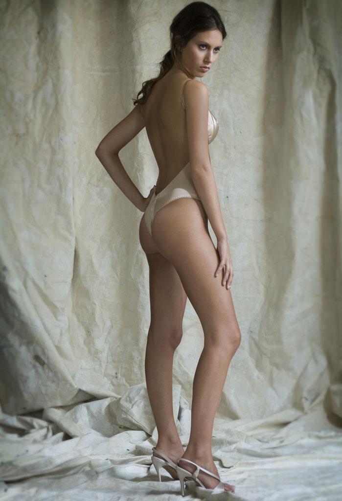porno-katey-foto-yubka-bez-trusikov-svadebnoe-pizda-chulkah-foto