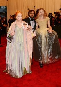 PUNK_Chaos_Couture_Costume_Institute_Gala_EXGIByXWbdLx.jpg