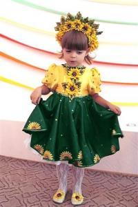 Такое нежное платье можно выбрать для ответственного утренника или выступления в школе