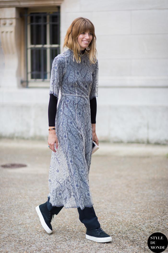 Прозрачное платье с джинсами