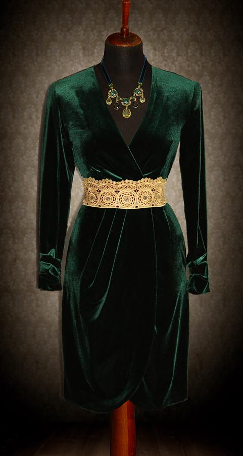 Велюровое зеленое платье
