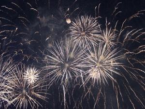 fireworks_572454_960_720.jpg