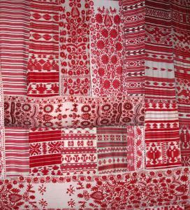 Rushnyk_Ukraine_embroidered_decorative_towels.jpg