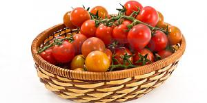 3068455_basket_with_tomatoes.jpg