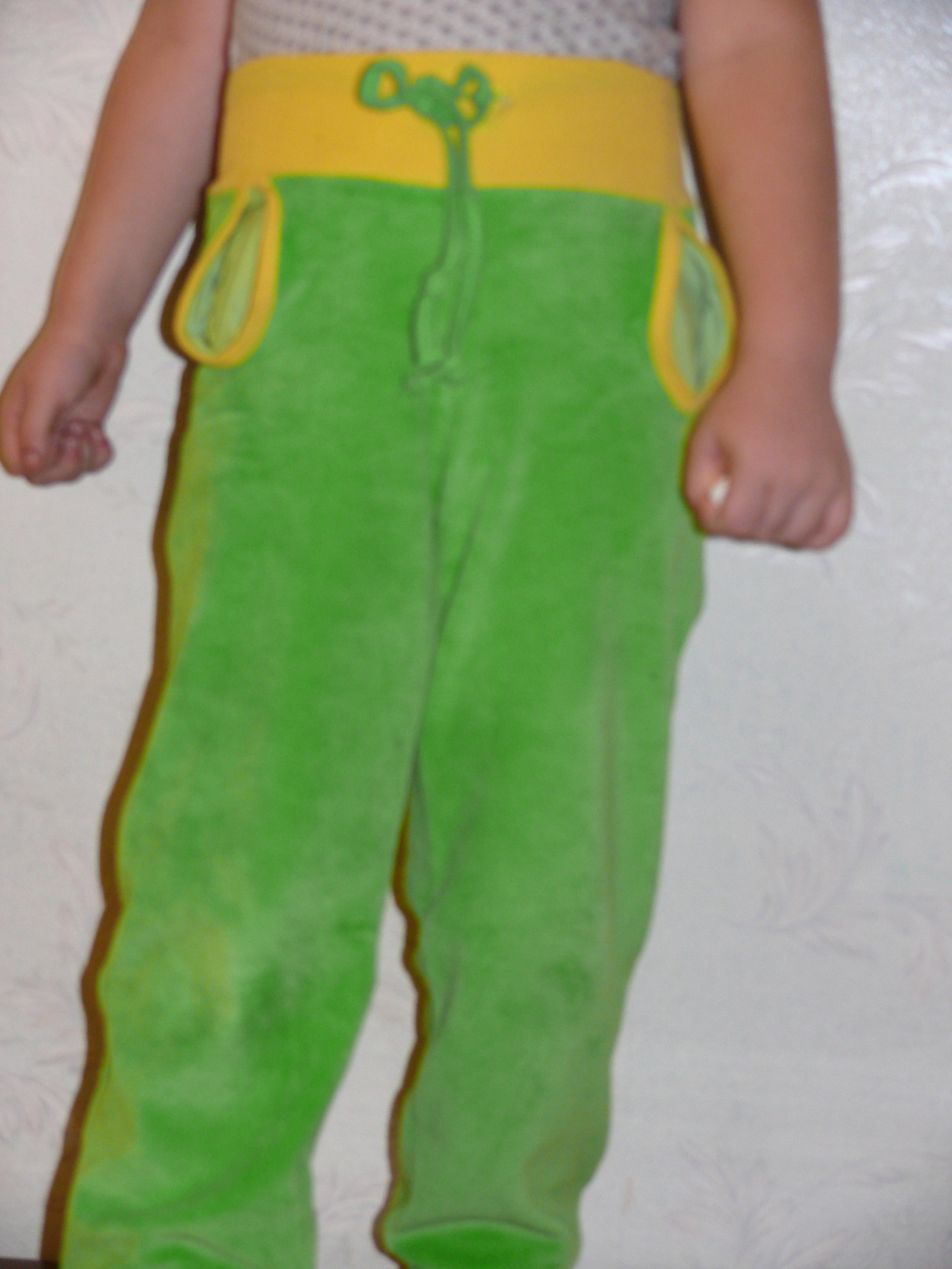 Маша нашему малышке сшила новые штанишки 92